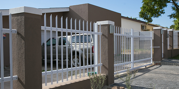 Palisade fencing topfence
